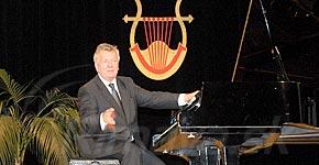 Foto/video: v r. sobote koncertoval klavírny virtuóz marián