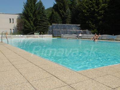 bazén v Klenovci